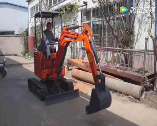 农用小型挖掘机演示