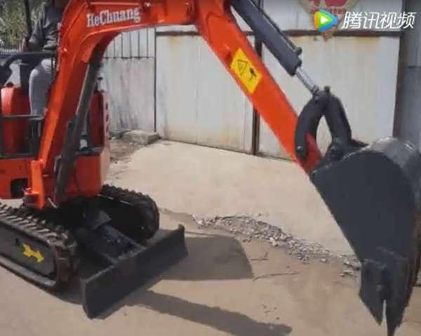小推农用挖掘机演示