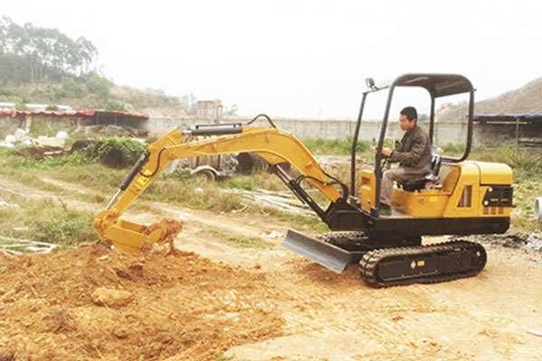 小推品牌微型挖掘机发往四川