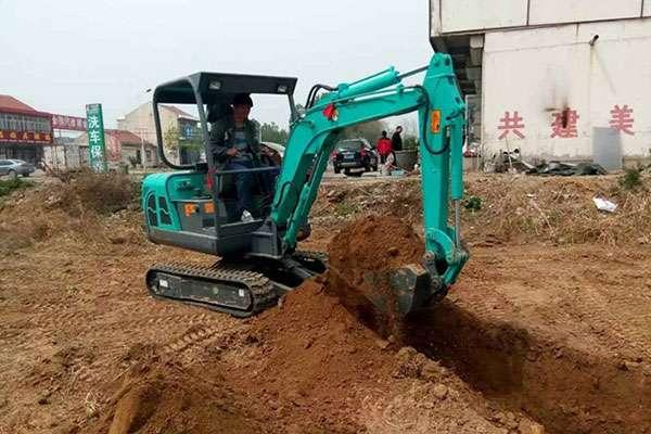 新疆伊宁客户采购农用小型挖