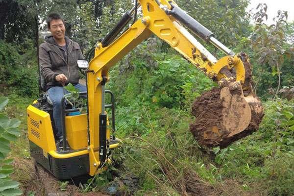 山西晋中一批果园小型挖掘机
