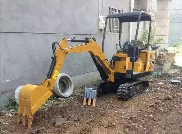 电动小型挖掘机维修成本组成