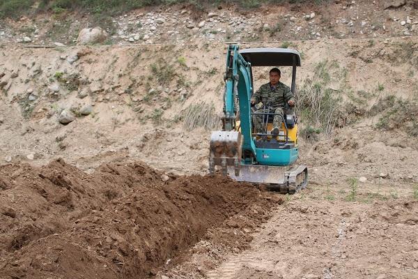 液压小型挖掘机研究背景